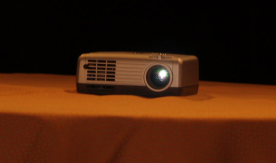 CES 2007 Cherry Picks: BumbleBee and ProjectoWrite Projectors