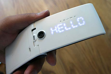 O2 Cocoon – The designer phone gets unboxed