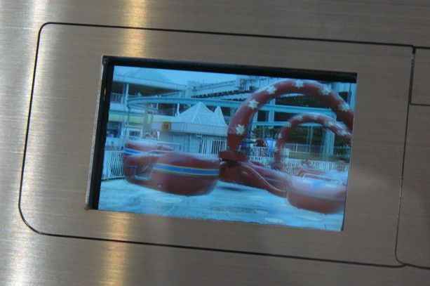 KDDI demo WVGA OLED and 3D LCD for upcoming cellphones