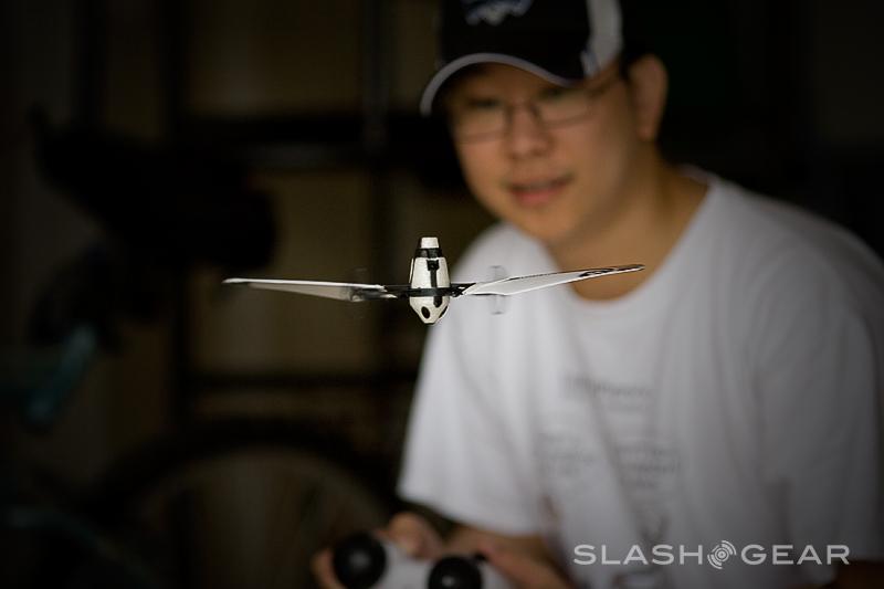 WowWee Bladestar Review – Indoor Flyer with Auto Pilot Sensors