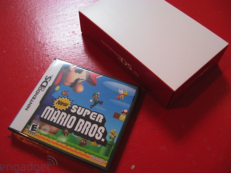 nintendo_ds_lite_new_super_mario_bros_bundle_unboxing_6