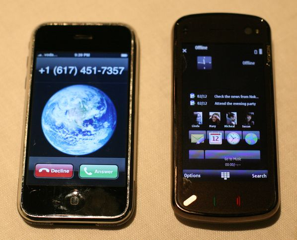 Nokia N97 & iPhone 3G square-up in live pics