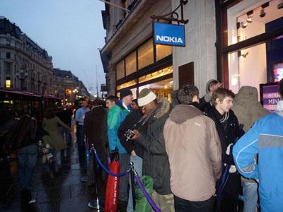 Nokia 5800 Tube UK launch prompts queue of buyers