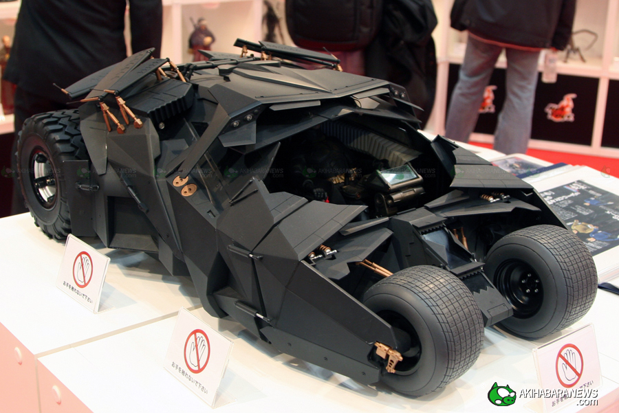 Hot Toys 1/6th-scale Dark Knight Batmobile looks awesome