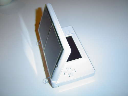 Solar-powered Nintendo DS lets you throw away your charger