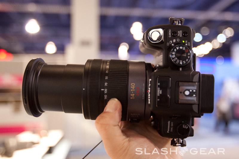 Panasonic Micro 4/3 DMC-GH1 hands-on, gets video intro
