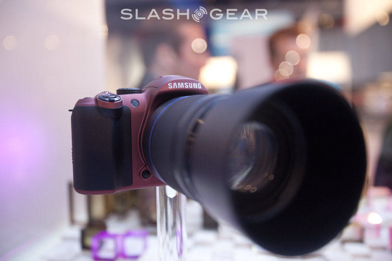 PMA 2009 : Samsung NX hybrid DSLR up-close