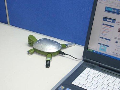 Turtle USB 2.0 Hub sports hidden compartment