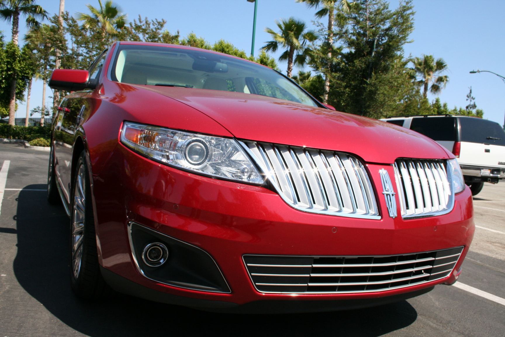 SlashGear Test Drives a Lincoln MKS-Part 2