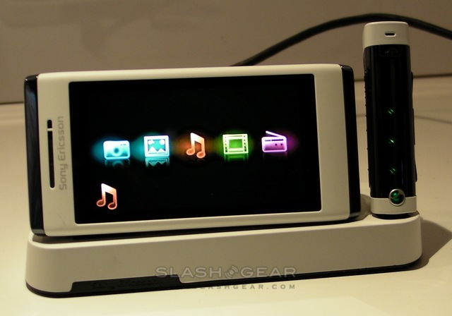 Sony Ericsson Yari and Aino hands-on [Video]