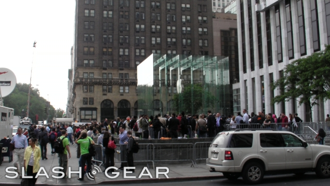 Apple iPhone 3G S is released! SlashGear in NYC
