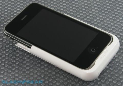 iPhone-3GS-mophie-juice-pack-slashgear-1-r3media