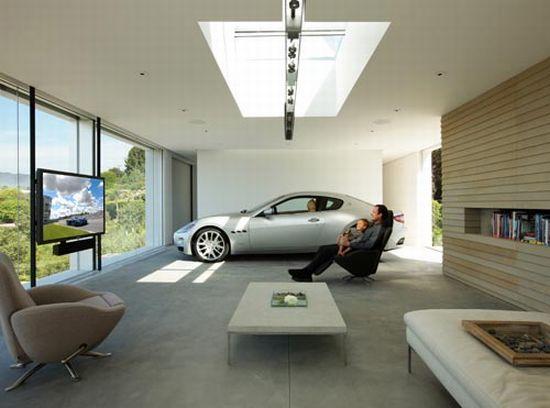 Maserati Granturismo shares living room with architect [Video]