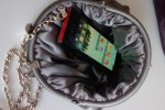 LG BL40 gets the handbag test: odd-shaped Chocolate passes says company blogger [Video]