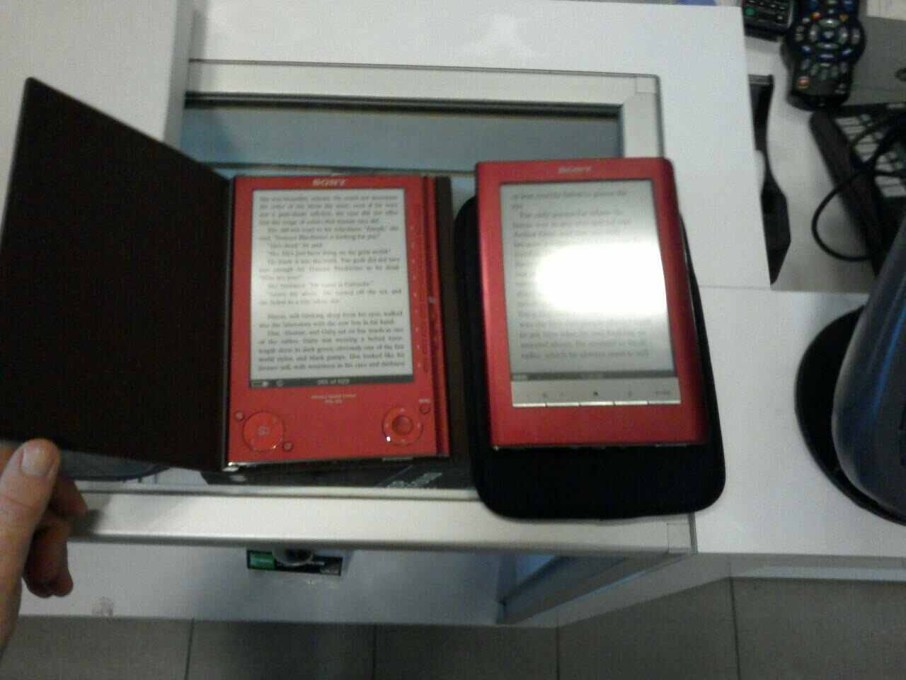 Sony PRS-600 ebook readers spotted in wild, judged [Video]