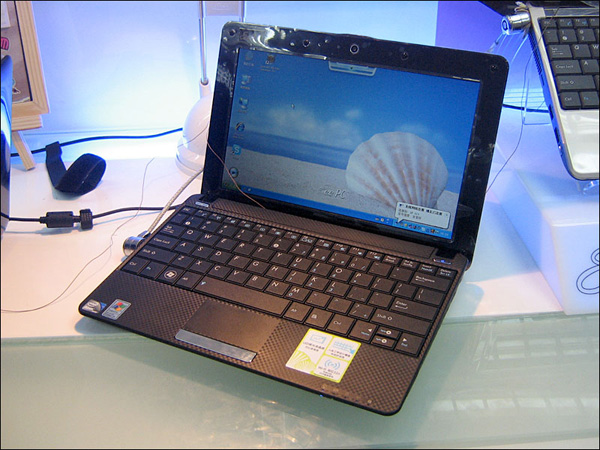 ASUS Eee PC 1001HA offers Linux, odd texturing