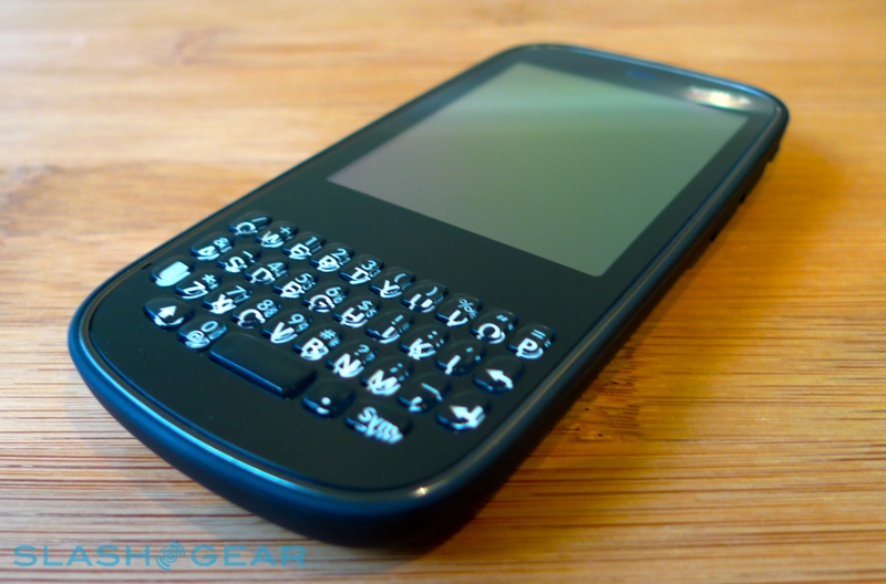 Palm Pixi powered by WebOS [Hands-on]