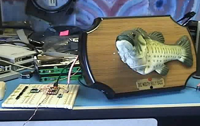 Robot fish reads your tweets; new mbed microcontroller [Video]