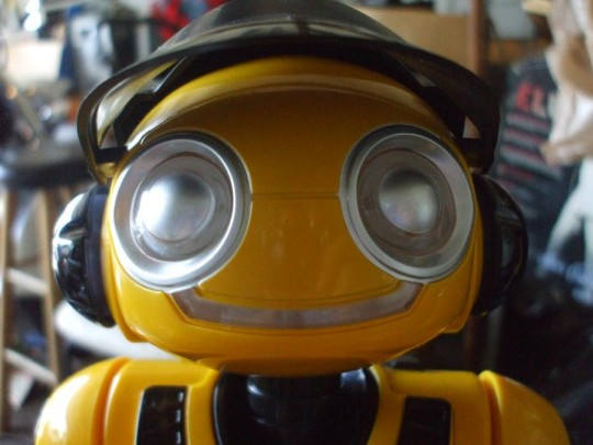 WowWee RoboRover gets reviewed: cheap & cheerful [Video]