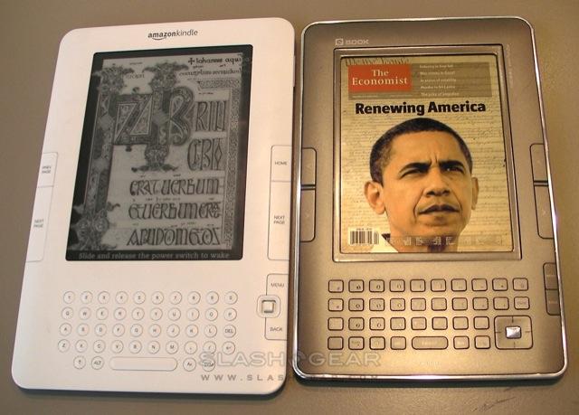 Primer prototipo del lector Mirasol comparado con el Kindle de Amazon