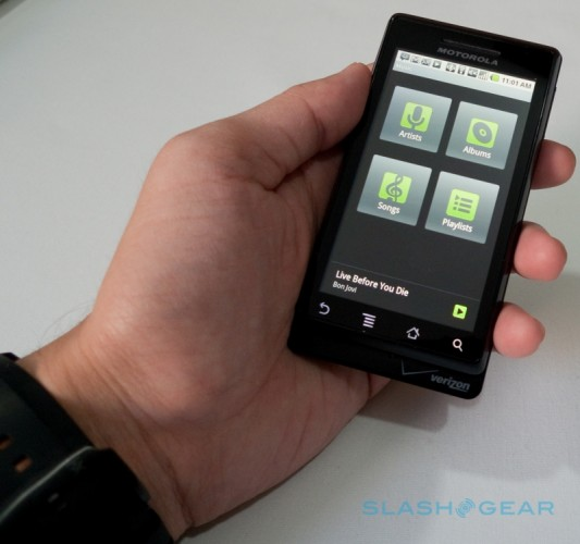 Verizon-Droid-by-Motorola-1-04-r3media