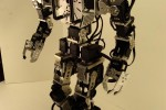 Giger DIY $10k walking robot [Video]