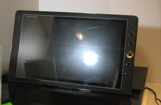 ASUS Eee PC Touch Series tablet quietly shown at CES 2010