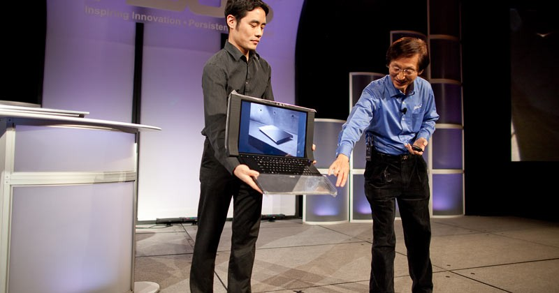ASUS NX90 twin-touchpad notebook hands-on