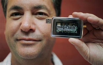 magicJack plan standalone VoIP phone, BB/iPhone apps; CEO slams netTALK rivals