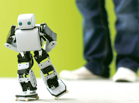 Plen Android-controlled robot [Video]