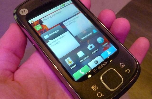 Motorola QUENCH/CLIQ XT hands-on [Video]