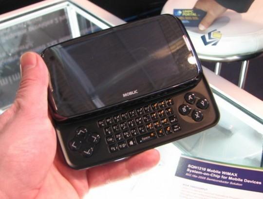 ...дюймовый сенсорный TFT LCD (разрешение 800*480 пикселей); - процессор...
