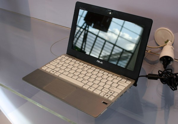 ASUS Eee PC 1018P spotted at CeBIT: Atom N455/N475, USB 3.0 & Bluetooth 3.0