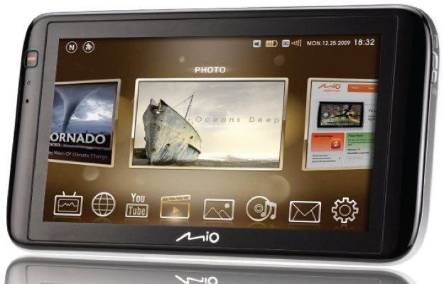 Mio Moov V780 PND blurs lines with MID/UMPC features