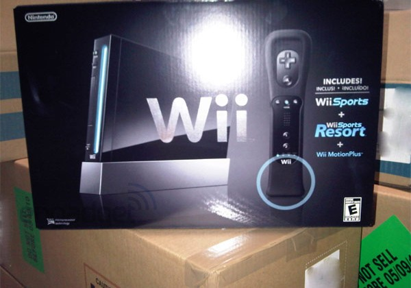 Black Nintendo Wii Shows up Early in Canadian Best Buy