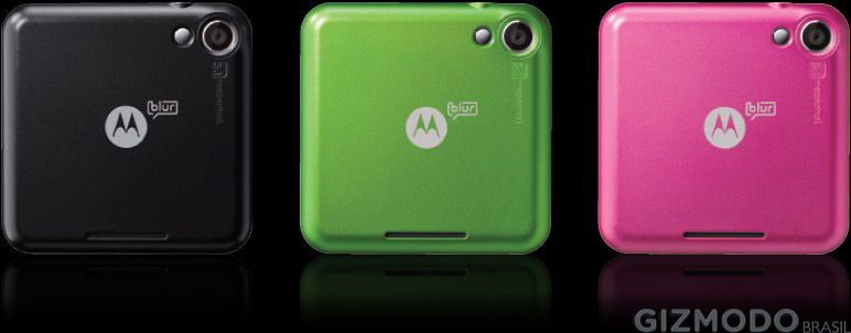 Motorola Flipout spotted; Android 2.1 MOTOBLUR update imminent?