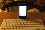 iOS4 iPhone 3GS works with iPad Keyboard Dock [Video]