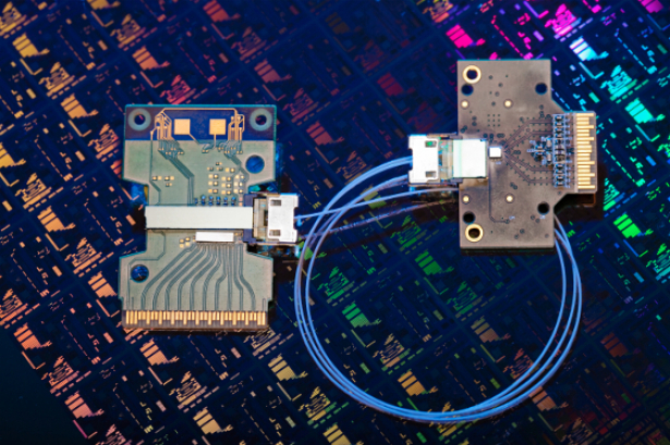 Intel Photonics Link Brings 50Gbps Data Transfers to Reality