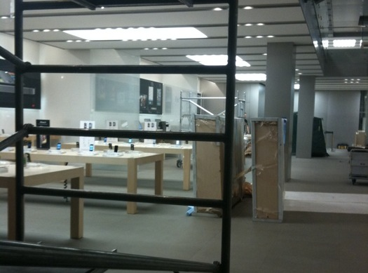 White iPhone 4 spotted at London Apple Store?
