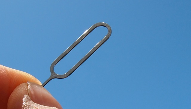 Apple Utilizing Liquidmetal Alloy in iPhone SIM Ejector Tool