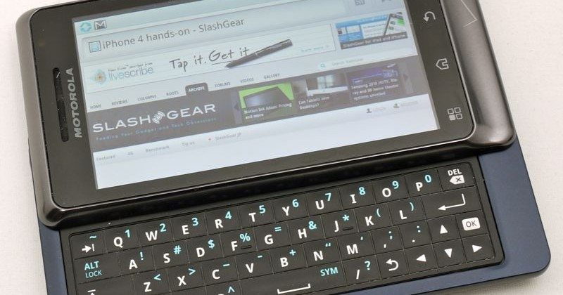 Droid 2 unboxing, hands-on and compared to Droid