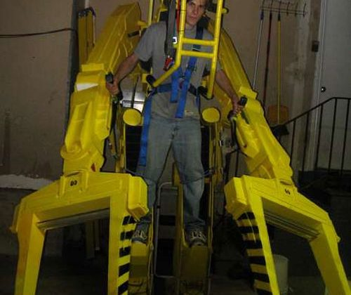 Geek creates full-size Alien power loader costume