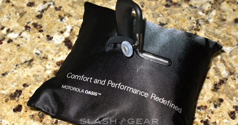 motorola-oasis-bluetooth-headset-02-slashgear