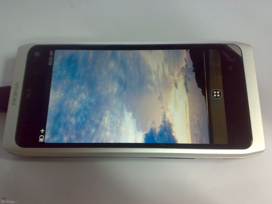 "Nokia N9 Gets Early Hands-On, Hardware Deemed ""Near Perfect"""