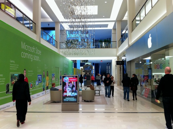 Microsoft Store opens directly across from Apple Store: the consumer wins