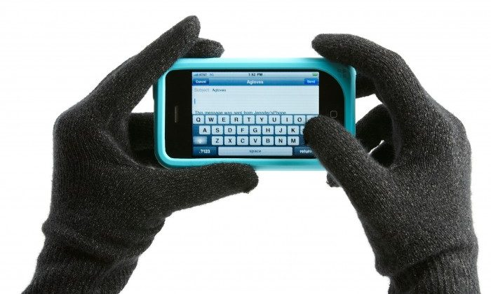 Agloves Lets You Use Capacitive Touchscreens in the Cold