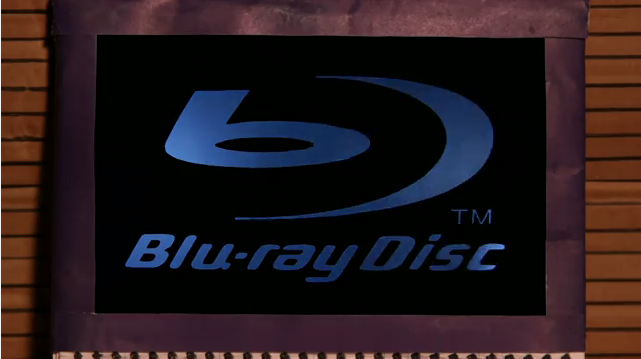 Microsoft Makes Fun of Apple for Not Supporting Blu-ray [Video]