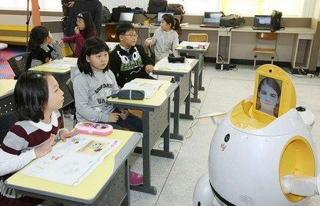 Engkey Egg-Shaped Robot Teaches South Korean Students English