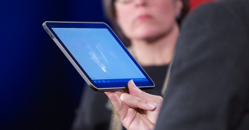 Honeycomb Motorola Android tablet previewed by Andy Rubin