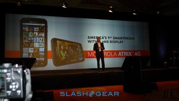 Motorola ATRIX 4G and Laptop Dock Hands On Demo [Video]